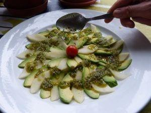 Carpaccio de pera con aguacate