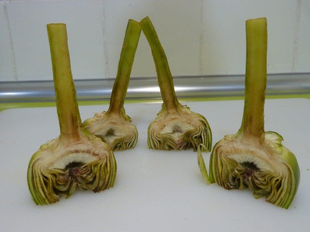 Alcachofas cortadas en cuartos
