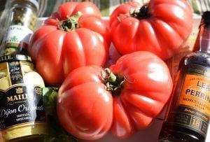 Ingredientes tomates rosa con vaciar de albahaca