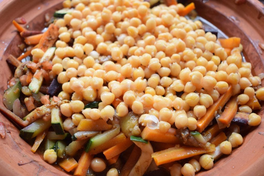 Tajin de verdura con garbanzos - Añadimos los garbanzos