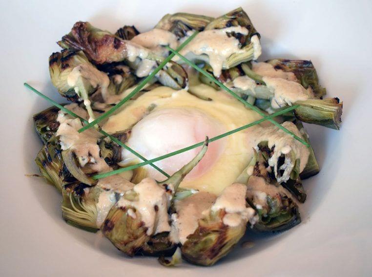 Alcachofas de temporada con cremoso de patata