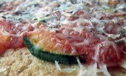 Pizza de coliflor con calabaza y calabacin