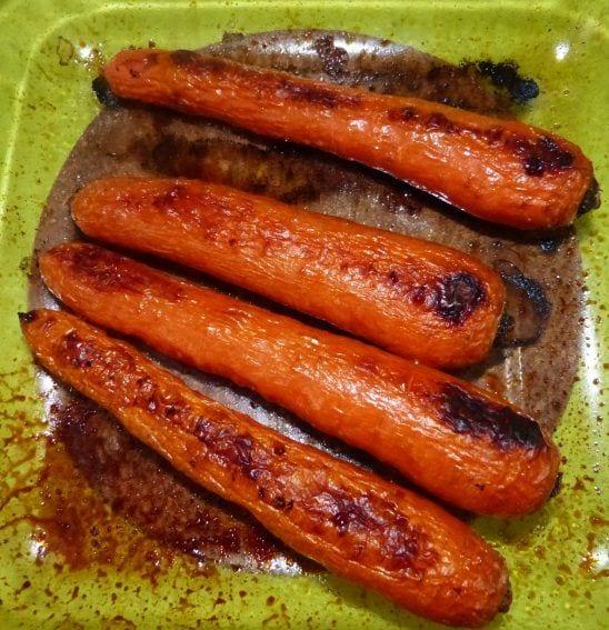Zanahorias asadas con puré de coliflor, salsa de soja y cereales