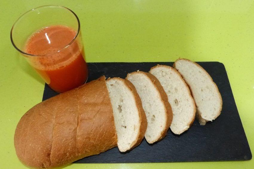 pan de torrija y zumo de zanahoria