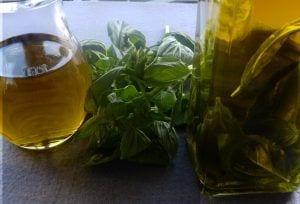 Aceite aromatizdo macerado a la albahaca -