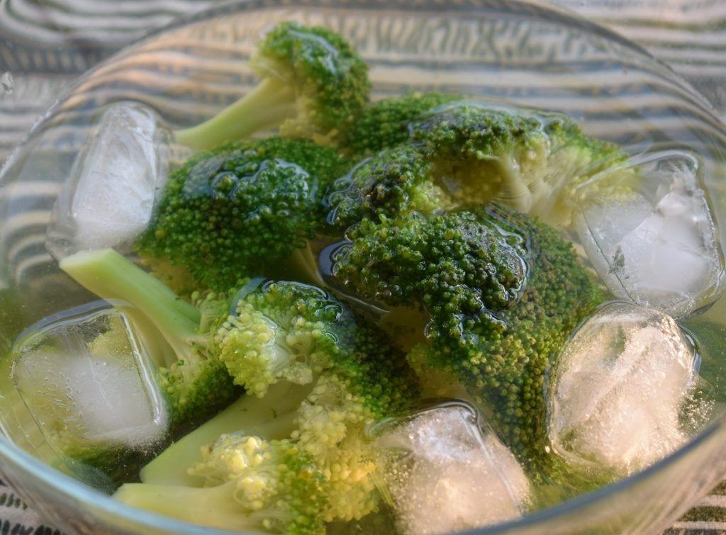 Como comprar, conservar y cocinar brócoli - Enfriar en hielo
