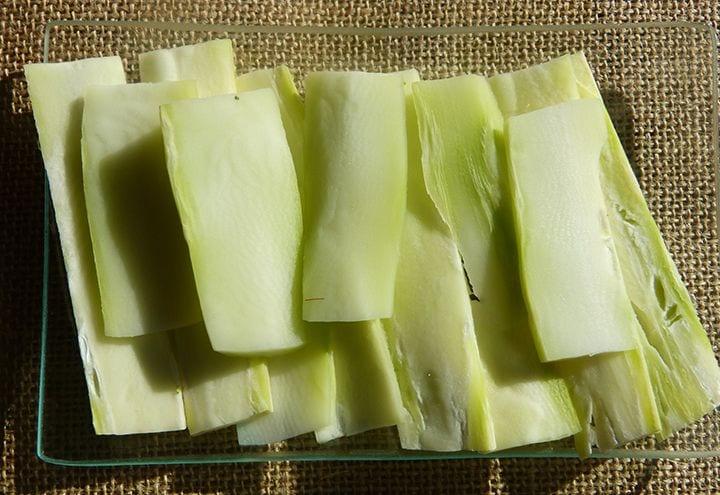Como comprar, conservar y cocinar brócoli - Cortar el tronco en láminas