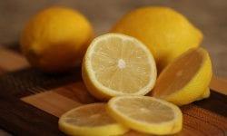 exprimir un limon sin exprimidor